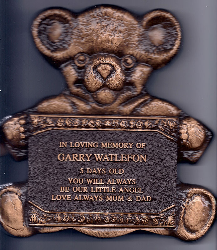 bronze-plaque-baby-bear